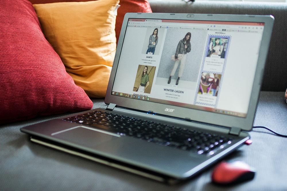 Online Shopping Laptop (c) STADTBEKANNTOnline Shopping Laptop (c) STADTBEKANNT