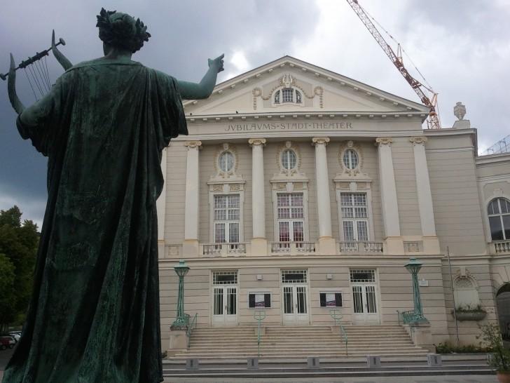 Jubiläums Stadt Theater Baden (c) stadtbekannt.at