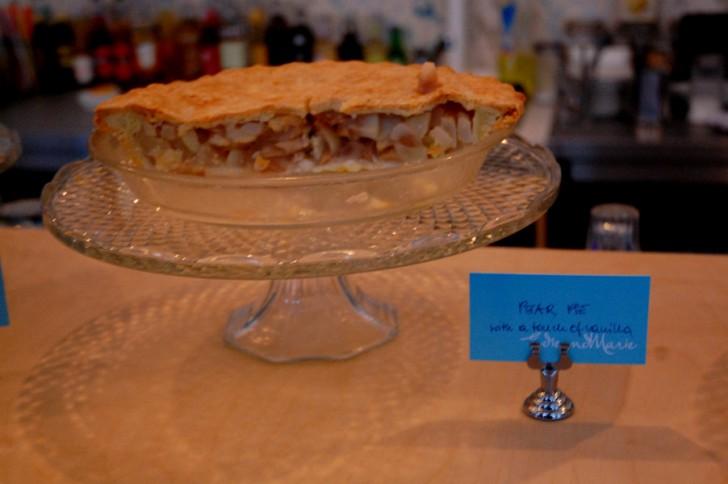 Cafe Bar EdieundMarie pear pie