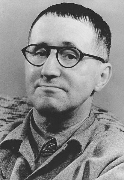 Sogar Brecht muss herhalten.