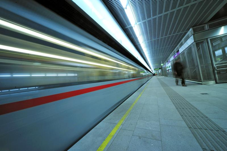 U-Bahn fährt ab