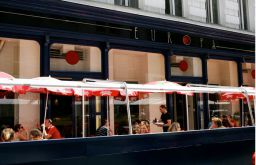 Eingang Cafe Europa (c) stadtbekannt.at