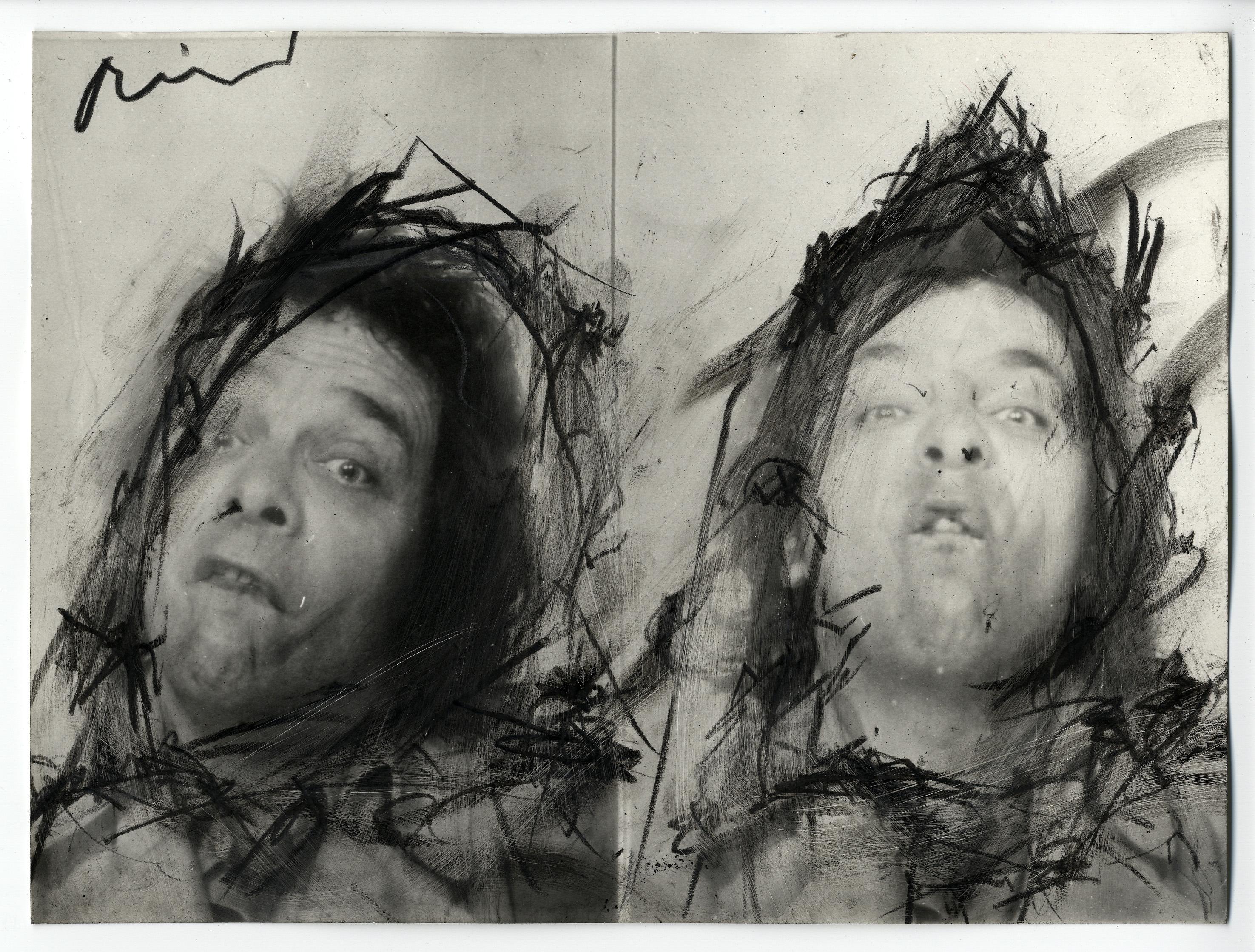 Arnulf Rainer: Face Farce, Schwarzstift auf Foto, 17,9 x 23,8 cm, entstanden 1970 - 74