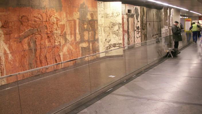 Westbahnhof: Adolf Frohner (*1934) – Circa 55 Schritte durch Europa