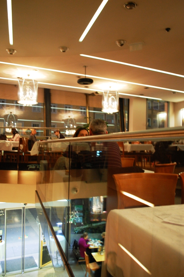 Im Restaurant Türkis