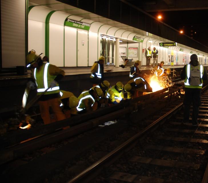 Die Mitarbeiter der Schienen- und Gleisbau Abteilung Foto: STADTBEKANNT