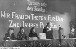 Der internationale Frauentag Foto: Internationaler Frauentag 1948, Berlin, Bundesarchiv