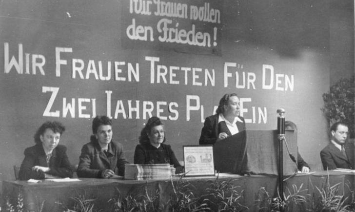 Der internationale Frauentag Foto: Internationaler Frauentag 1948, Berlin, Bundesarchiv