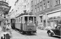 Linie 13 Strozzigasse (c) Wiener Linien