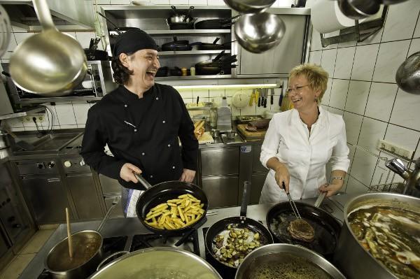 Küche (c) Oberlaaer Dorf Wirt