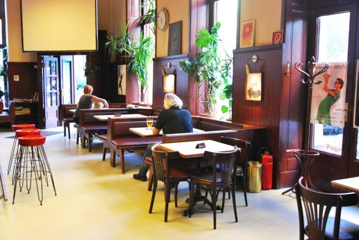 Café Anzengruber Fensterplätze (c) Marlene Mautner stadtbekannt.at