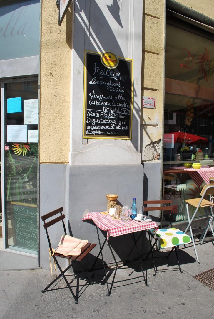 Tisch Donatella (c) stadtbekannt.at