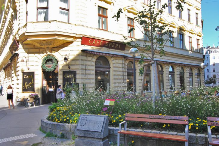 Cafe Sperl Schanigarten (c) stadtbekannt.at