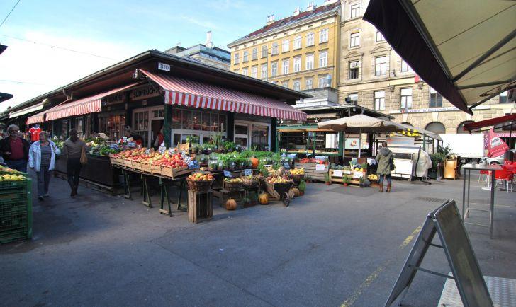 Naschmarkt Standln (c) stadtbekannt.at