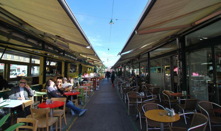 Naschmarkt Deli Gastgarten (c) STADTBEKANNT Mautner
