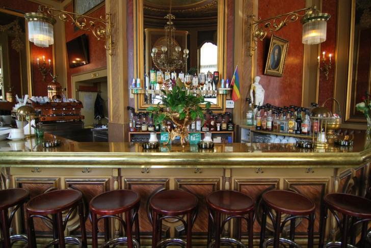 Cafe Savoy Barhocker (c) Marlene Mautner stadtbekannt.at