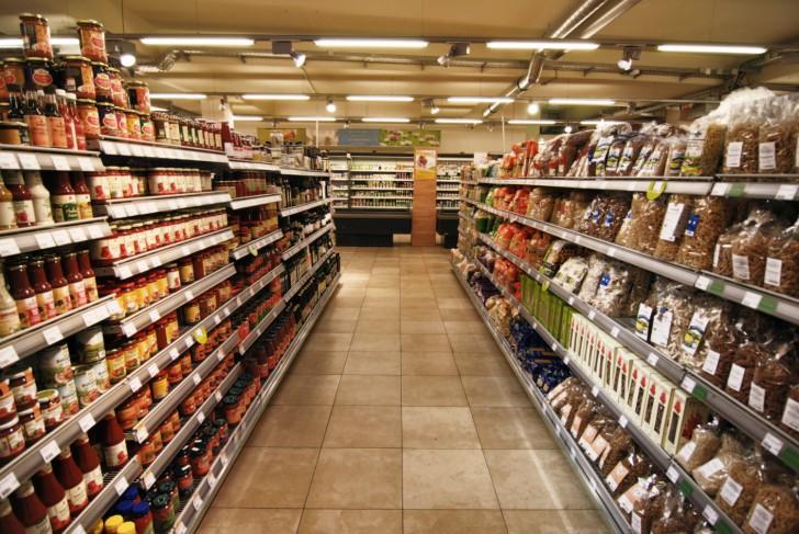 Denns Supermarkt Regale (c) stadtbekannt.at