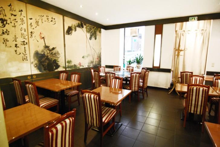 Asia Restaurant Ostwind Tische (c) Mautner stadtbekannt.at