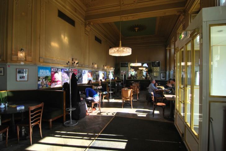 Westend Cafe Kronleuchter (c) stadtbekannt.at
