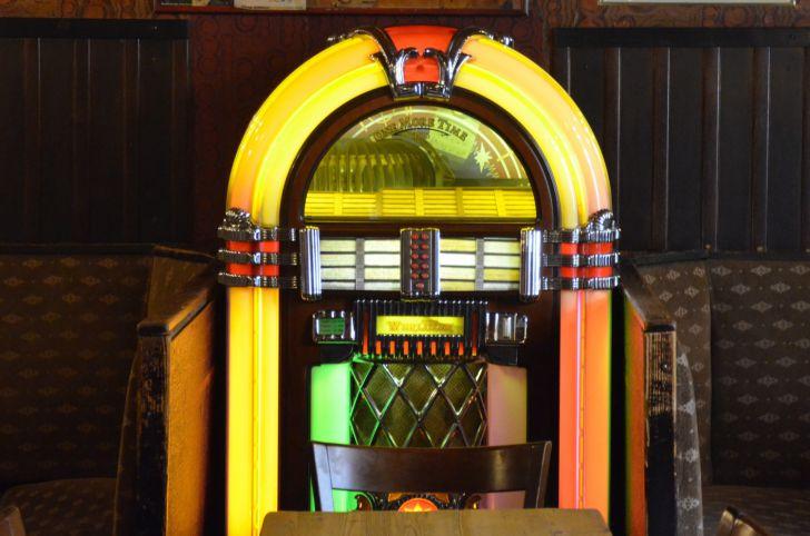 Cafe Bendl Musikbox (c) Mautner stadtbekannt.at