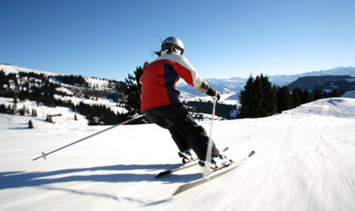 Skifahren (c) blende64 - Fotolia