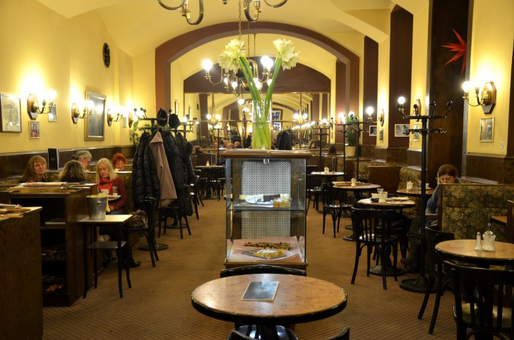 Cafe Eiles Sitzplätze (c) Mautner stadtbekannt.at