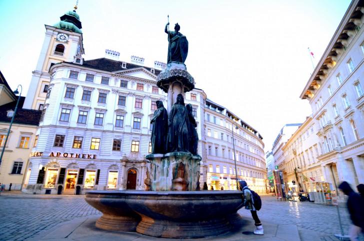 Freyung Austriabrunnen (c)  stadtbekannt.at