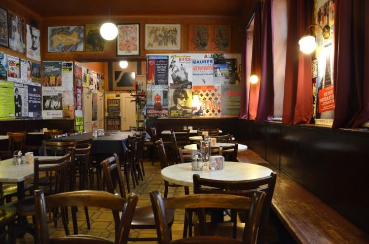 Kaffee Alt Wien Tische (c) stadtbekannt.at