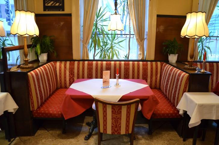 Cafe Zartl Bank (c) Mautner stadtbekannt.at