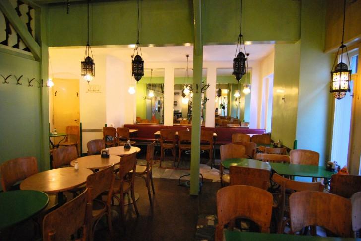 Cafe Nil Tische (c) Mautner stadtbekannt.at