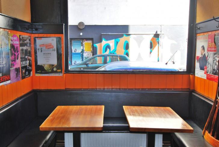 Orange One Tisch (c) Mautner stadtbekannt.at
