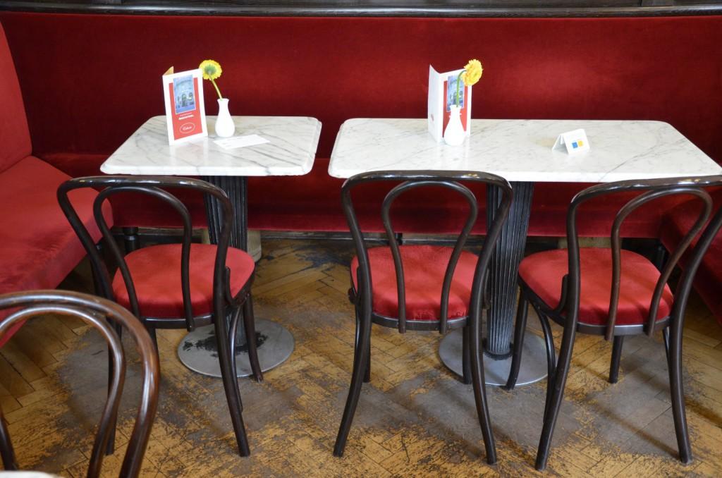 Cafe Griensteidl Tische (c) Mautner stadtbekannt.at