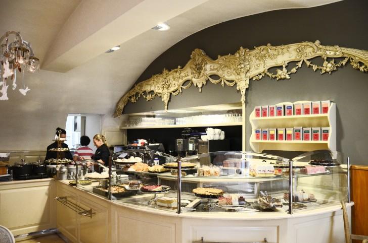 Cafe Diglas Theke (c) Mautner stadtbekannt.at