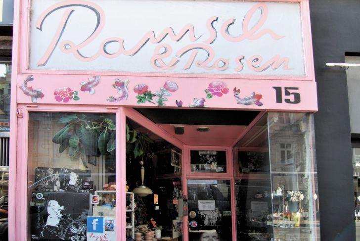 Ramsch und Rosen Eingang (c) stadtbekannt.at