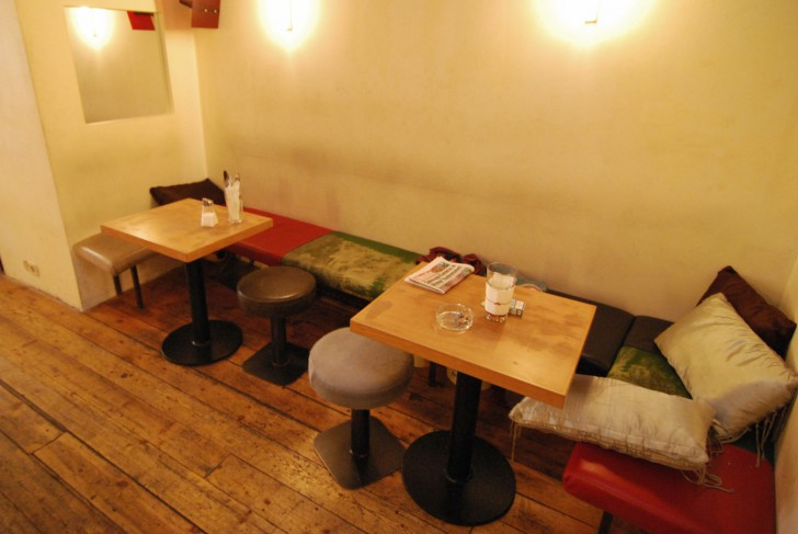 Cafe Orient Sitzplaetze (c) stadtbekannt.at