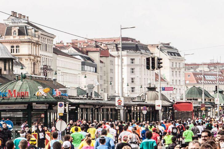 Vienna City Marathon Wien Naschmarkt (c) STADTBEKANNT