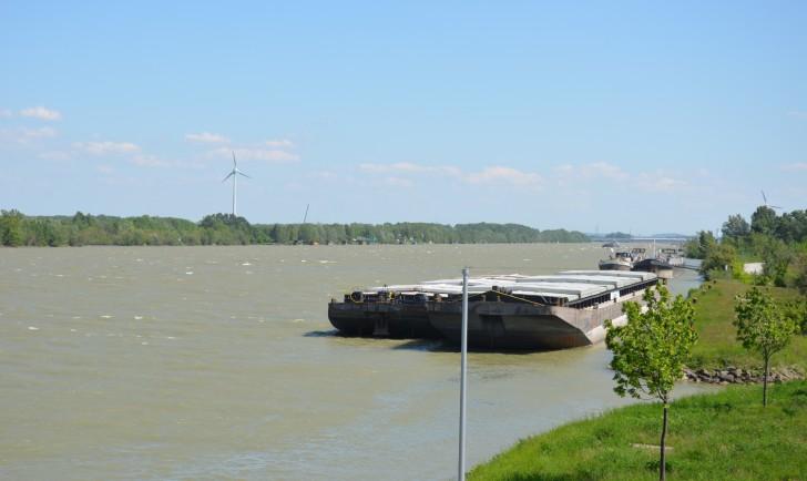 Donau Schiff (c) stadtbekannt.at