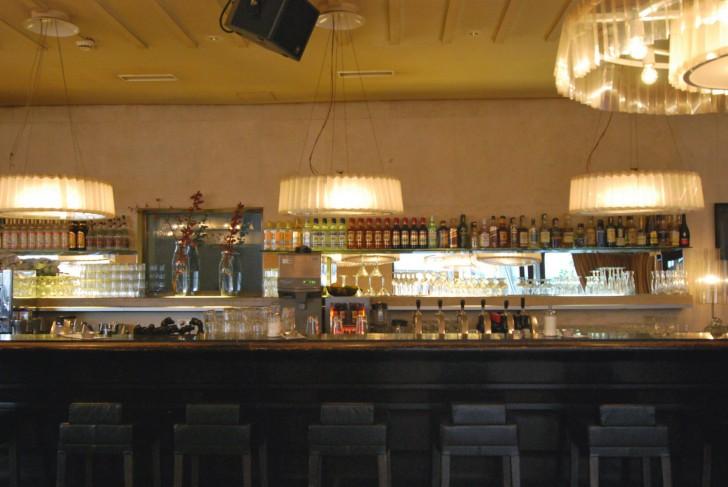 Cafe Leopold Barhocker (c) Mautner stadtbekannt.at