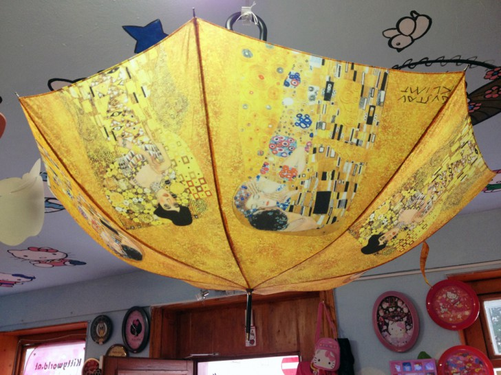 Kitty World Klimt Regenschirm (c) Kovacec stadtbekannt.at