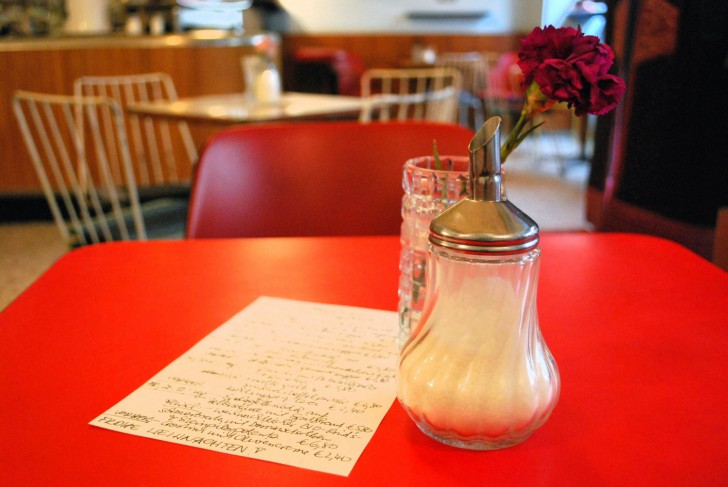 Tisch Espresso (c) Mautner stadtbekannt