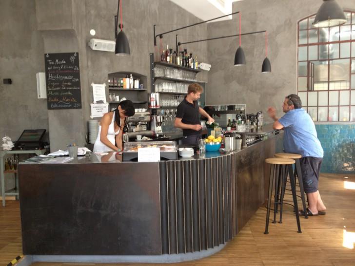 Cafe Menta Theke (c) Kovacec stadtbekannt .at