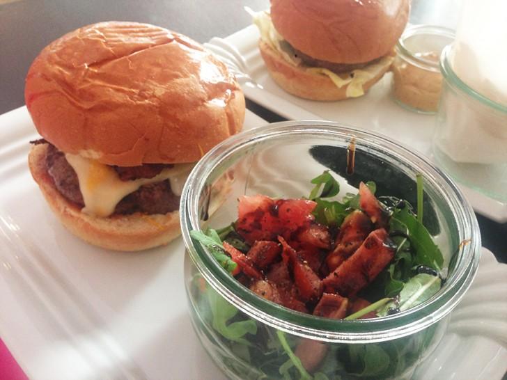 ChiqChaq Burger Salat (c) Voggenberger stadtbekannt.at