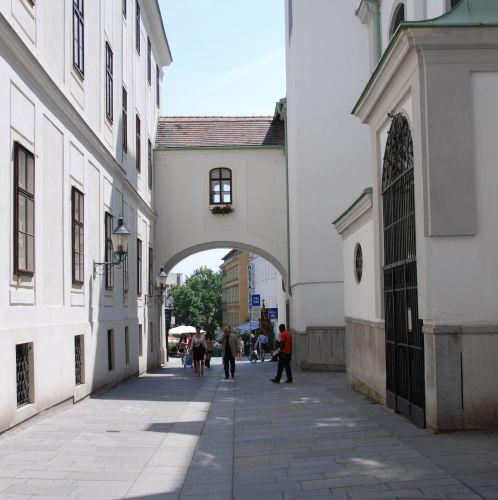 Barnabitengasse Kirche Torbogen (c) STADTBEKANNT
