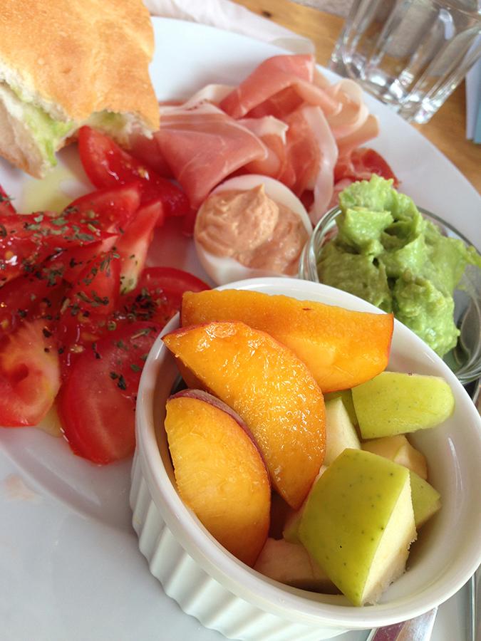 Frühstück Obst Cafe Nelke (c) Voggenberger stadtbekannt.at