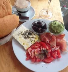 Frühstück Cafe Nelke (c) Voggenberger stadtbekannt.at
