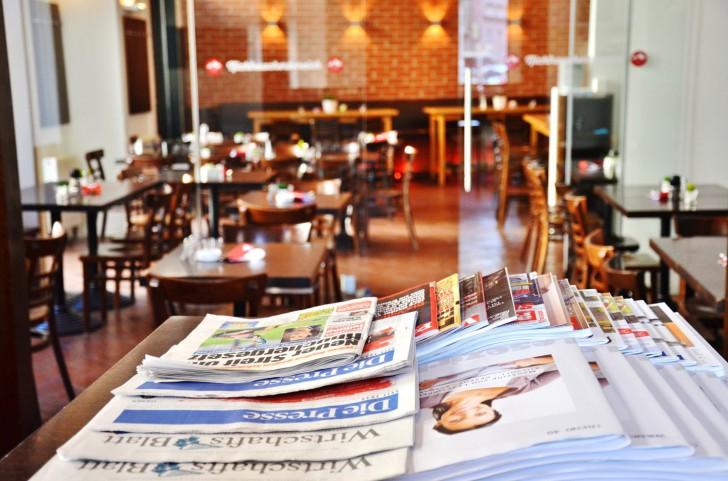 Salzberg Bar Restaurant Zeitungen (c) Mautner stadtbekannt.at