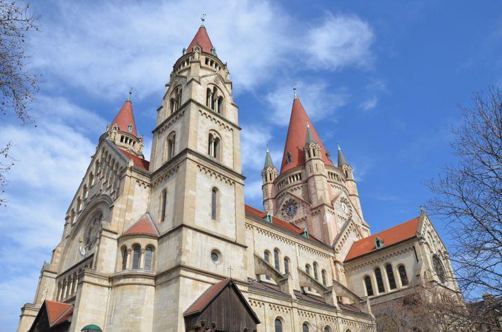Mexikoplatz Kirche zum heiligen Franz von Assisi (C) STADTBEKANNT