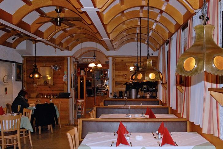 Ristorante Pizzeria Campanile Tische (c) Geiersperger stadtbekannt.at