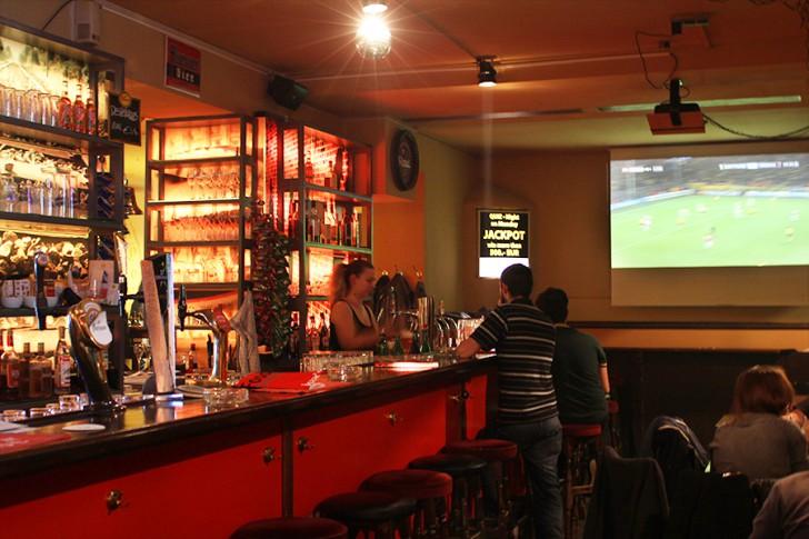 isaac's international pub Theke (c) stadtbekannt.at