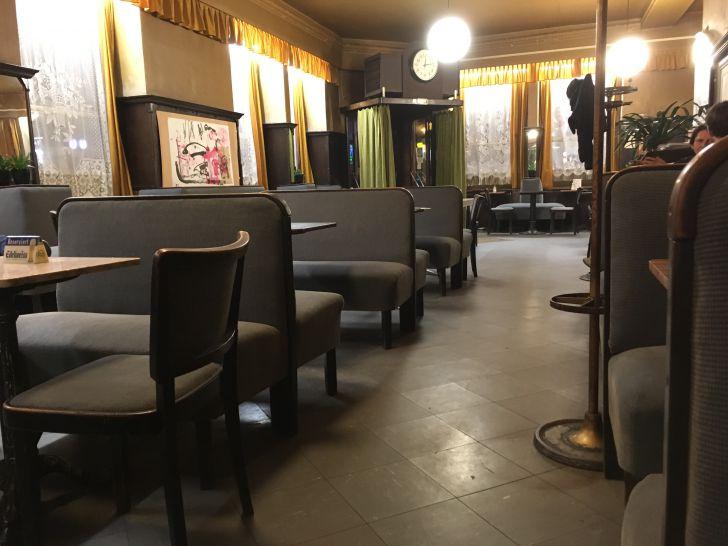 Cafe Weidinger Sitzbänke (c) STADTBEKANNT